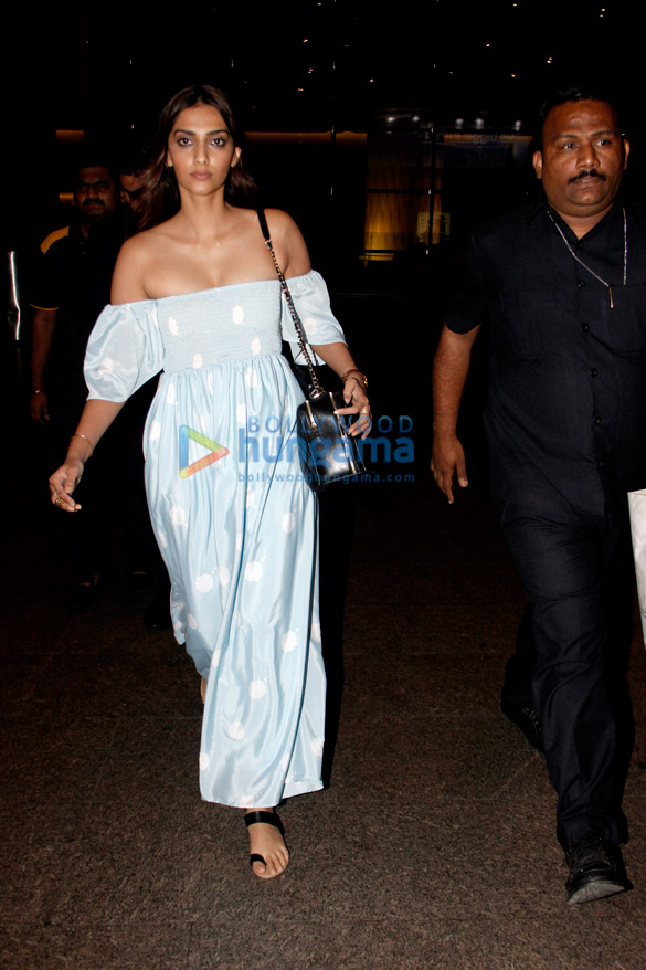 Sonam Kapoor and Ileana D'Cruz snapped at the airport