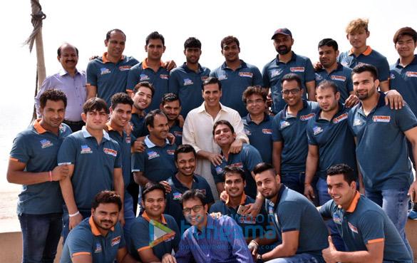 Akshay Kumar has lunch with 'Pro Kabaddi League' players