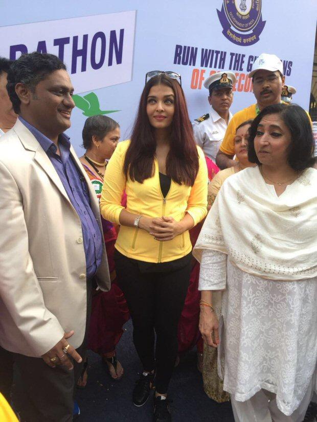 Check out Aishwarya Rai Bachchan graces the Mumbai Customs marathon1