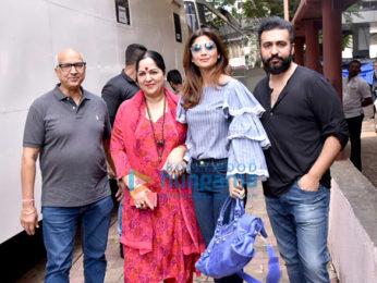Golmaal Again cast on the sets of Aunty Boli Lagao Boli