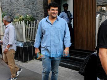 Siddhart Roy Kapur at Aamir Khan's house
