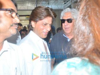 Shah Rukh Khan, Farah Khan, Divya Dutta and others at Kundan Shah's prayer meet