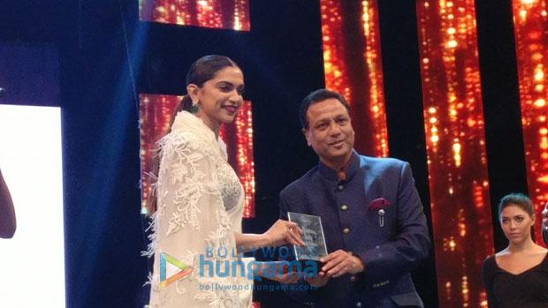 Deepika-Padukone-gets-felicitated-at-Asiavision-Movie-Awards-in