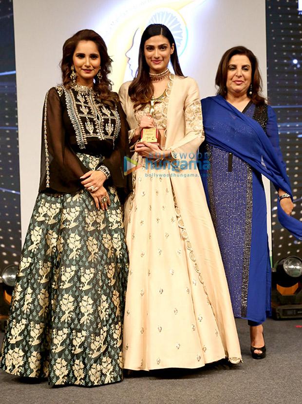 Huma Qureshi parties with girl gang Farah Khan and Sania Mirza, Sohail Khan and Bobby Deol party after Naaz awards (2)