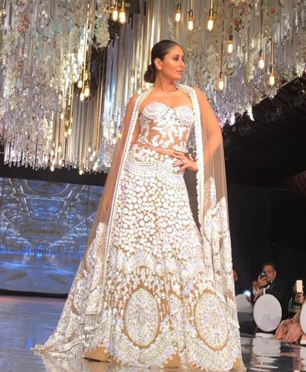 Kareena Kapoor Khan was a vision in white as a showstopper at Manish Malhotra's show in Kenya 4