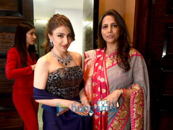 Shamita Shetty and Sayami Kher walk for Roopa Vohra