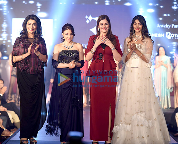 Soha Ali Khan, Pooja Hegde walks for Rebecca Dewan