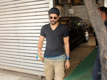 Farhan Akhtar spotted at Zoya Akhtar's residence