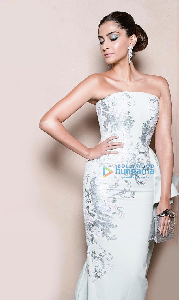 HOTNESS Sonam Kapoor sizzles in off-shoulder pastel gown at IWC Gala 2017-2