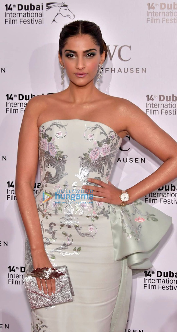 HOTNESS Sonam Kapoor sizzles in off-shoulder pastel gown at IWC Gala 2017-3