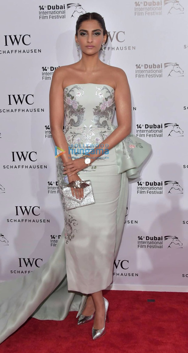 HOTNESS Sonam Kapoor sizzles in off-shoulder pastel gown at IWC Gala 2017-4