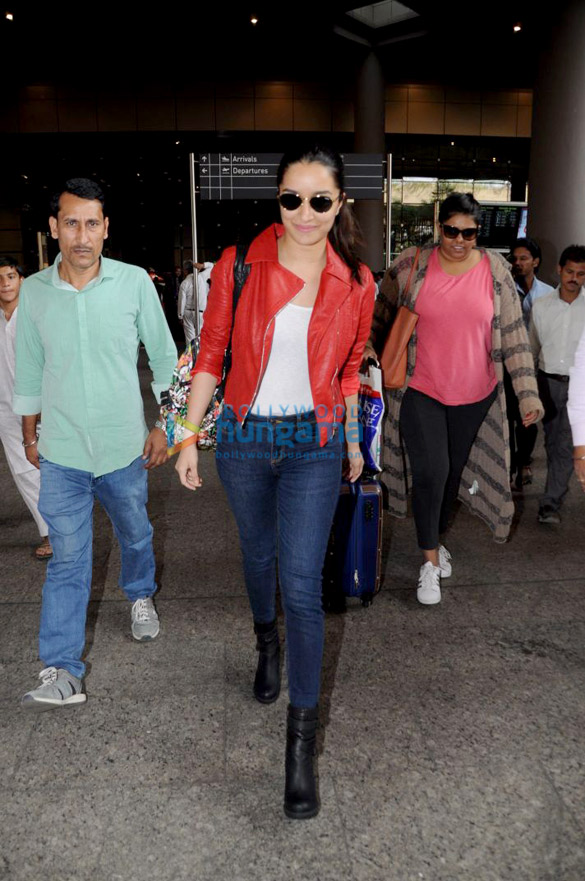 Ranveer Singh, Shraddha Kapoor, Karisma Kapoor and others snapped at the airport
