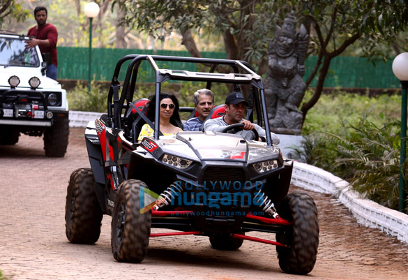 Salman Khan, Sohail Khan and others snapped at their farmhouse