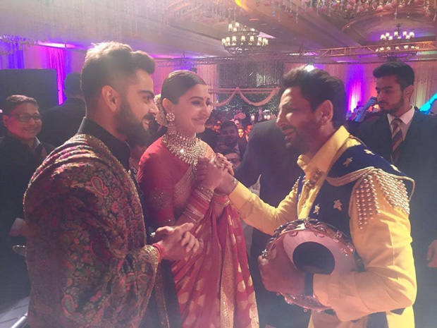 WATCH: Anushka Sharma and Virat Kohli groove together on Gurdaas Maan's  music at their Delhi reception : Bollywood News - Bollywood Hungama