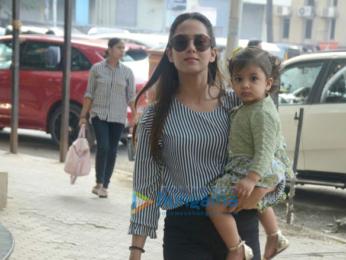 Mira Rajput and daughter at khar