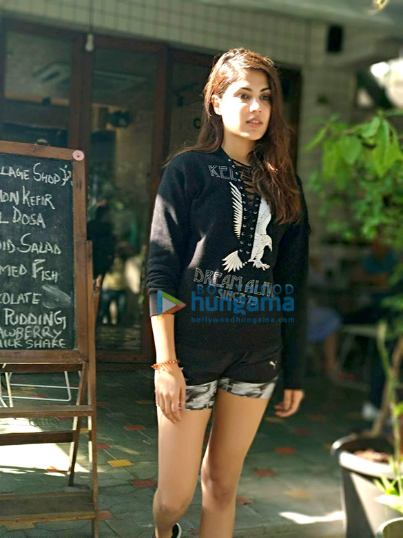 Rhea Chakraborty snapped post lunch (3)