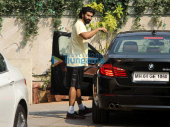 Shahid Kapoor, Aditya Roy Kapur and others snapped at the gym