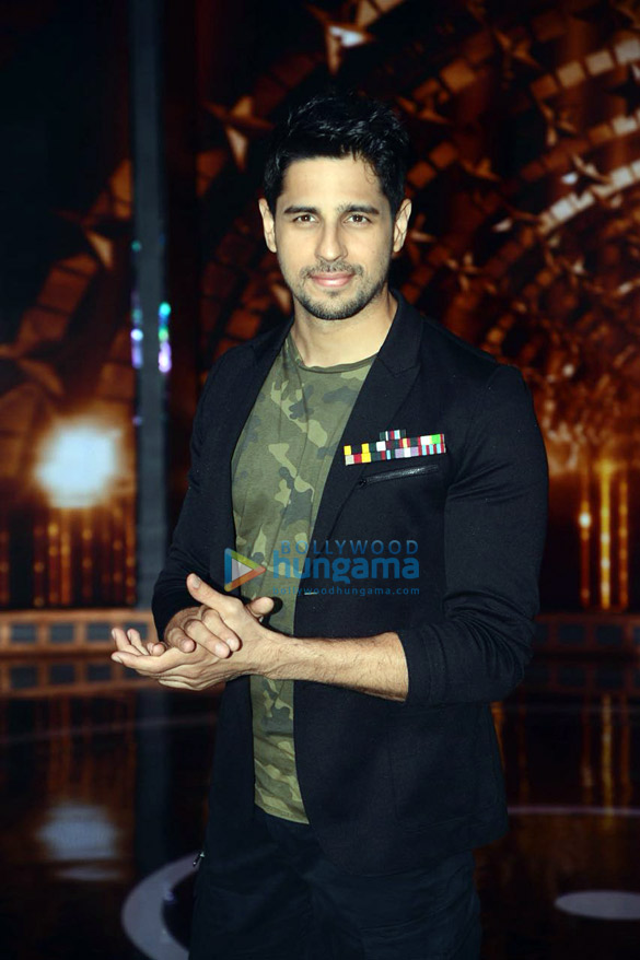 Sidharth Malhotra, Karan Johar and Rohit Shetty snapped on the sets of India's Next Superstars (5)