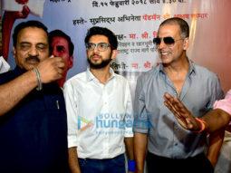 Akshay Kumar and Aditya Thackeray inaugurate the pad vending machine at Mumbai Central
