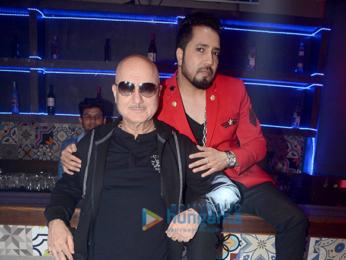 Anupam Kher, Manish Paul, Mika Singh snapped at Baa Baaa Black Sheep promotional song shoot