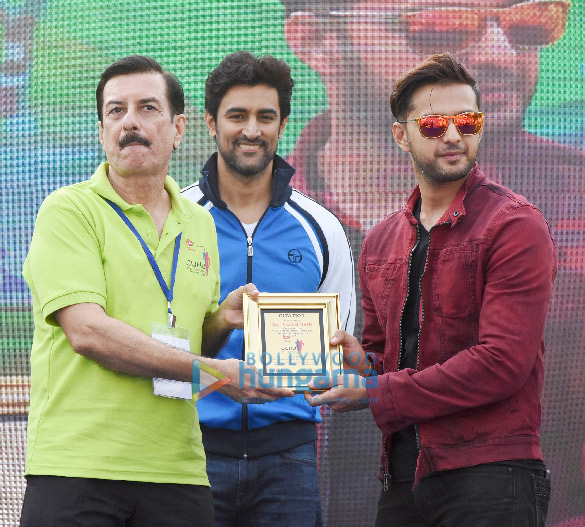 Kunal Kapoor, Vatsal Sheth & others attend the Juhu Half Marathon 2018