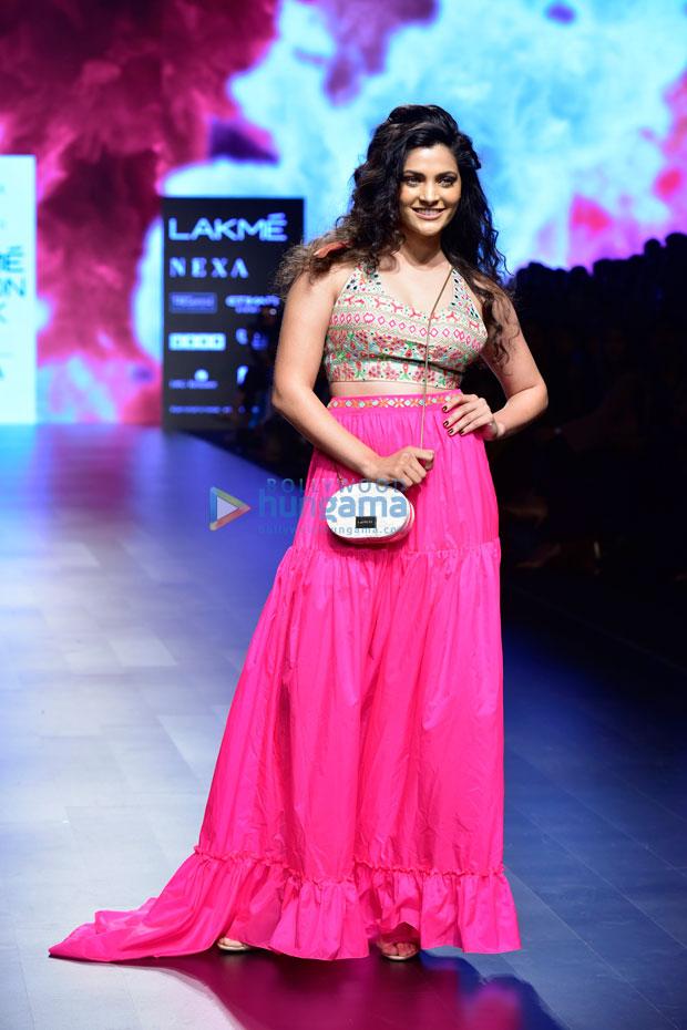 Lakme Fashion Week 2018 Saiyami Kher Goes Glam In Bubblegum Pink For Nishka Lulla Bollywood News Bollywood Hungama