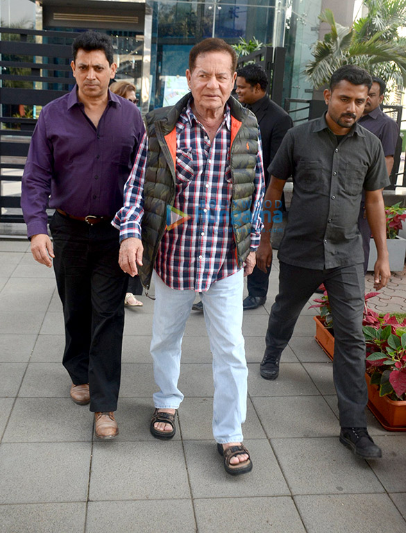 Salim Khan and Helen snapped with Sonali Bendre at BKC