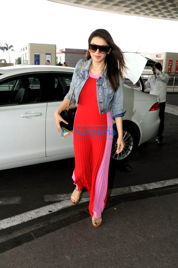 Shahid Kapoor, Zareen Khan and others snapped at the airport1