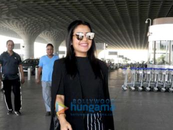 Shruti Haasan and Neha Kakkar snapped at the airport