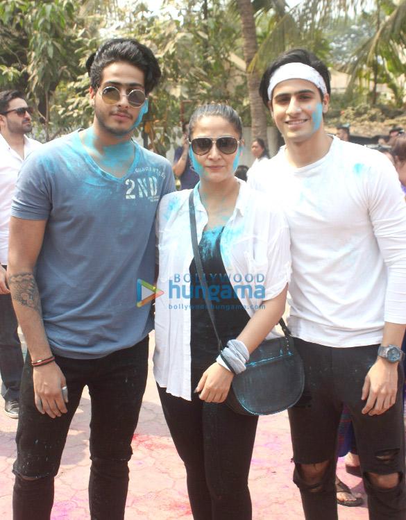 Ekta Kapoor, Hardik Pandya and others at Holi Invasion party (10)