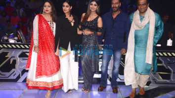 Raid stars Ajay Devgn and Ileana D'cruz snapped with Shilpa Shetty on Super Dancer 2 sets