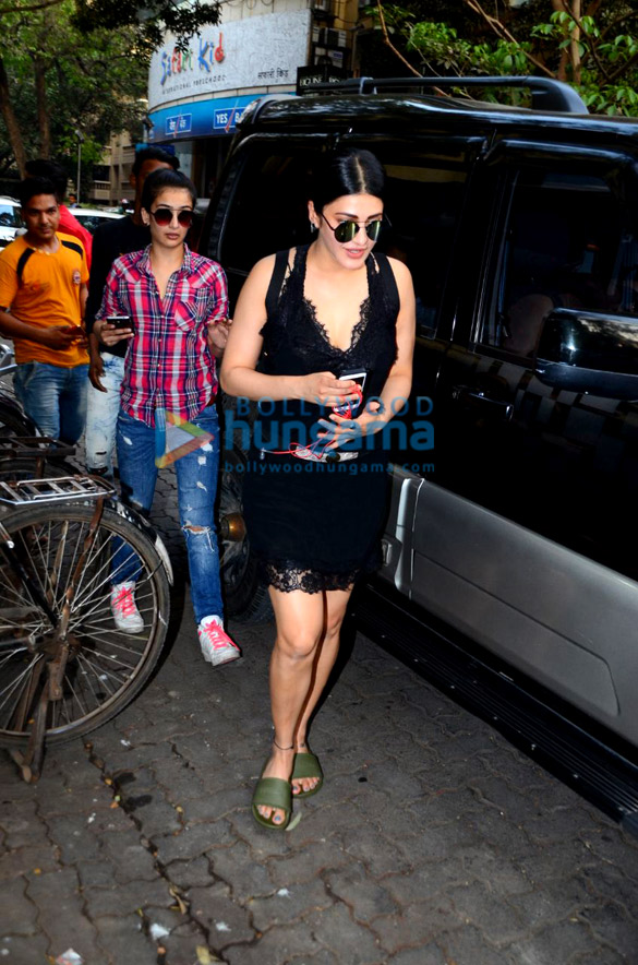 Shruti Haasan and Akshara Haasan spotted at a cafe in Bandra
