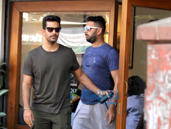 Yuvraj Singh, Angad Bedi and Gaurav Kapoor snapped at Sequel Cafe in Bandra