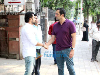 Emraan Hashmi spotted with Atul Kasbekar in Bandra