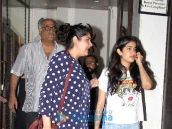 Janhvi Kapoor and Khushi Kapoor snapped at Bastian