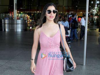 Kareena Kapoor Khan, Daisy Shah, Sophie Choudry and Ayushmann Khurrana snapped at the airport