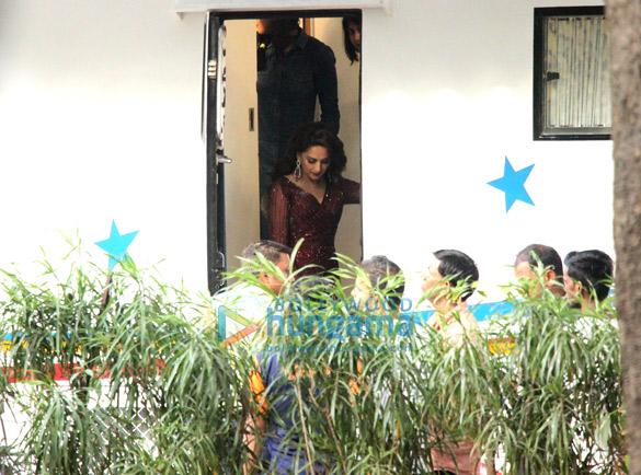 Kareena Kapoor Khan and Madhuri Dixit snapped at Mehboob Studio (4)