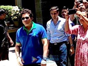 Sachin Tendulkar snapped meeting fans on his birthday