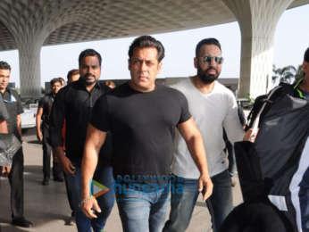Salman Khan, Ramesh Tauraani, Jacqueline Fernandez snapped leaving for Daa Daabang tour in Delhi