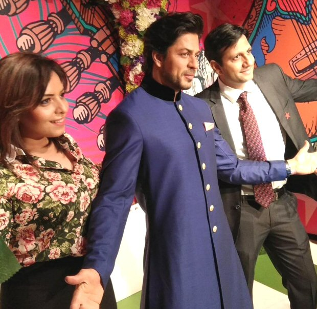 Shah Rukh Khan's glorious wax statue unveiled at Madame Tussauds Delhi (see INSIDE pictures and videos)