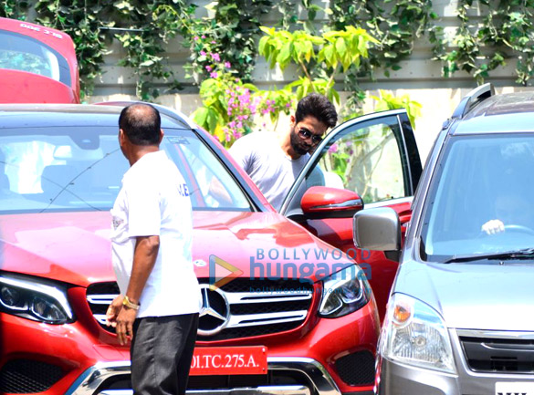 Sidharth Malhotra, Bipasha Basu and Shahid Kapoor spotted at gym in Bandra (1)