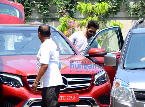 Sidharth Malhotra, Bipasha Basu and Shahid Kapoor spotted at gym in Bandra (2)