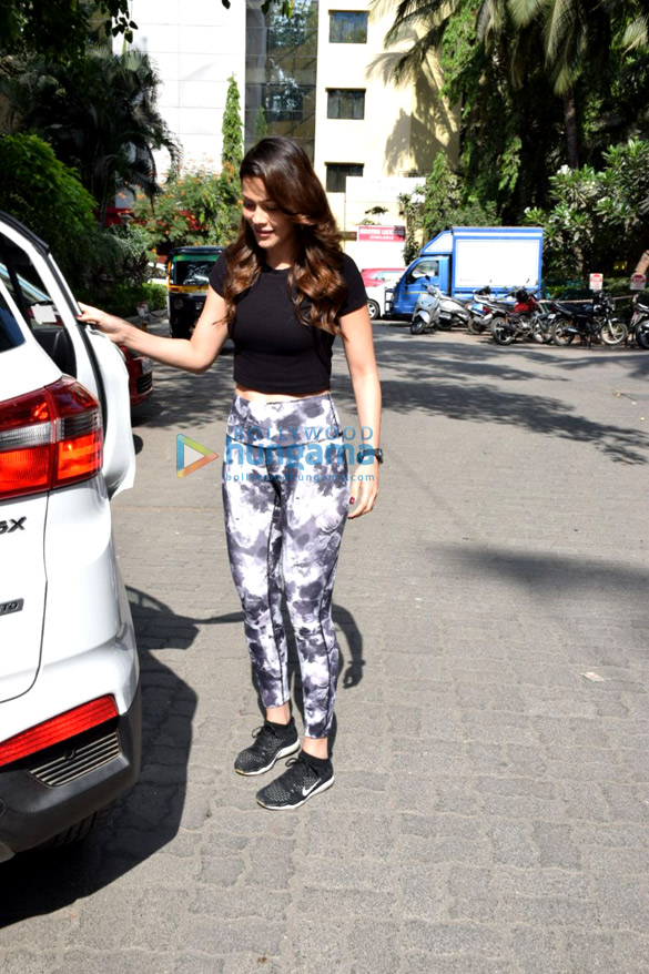Waluscha De Sousa snapped in Bandra for dance practise (3)