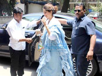 Cast of Veere Di Wedding snapped outside Shankar Mahadevan's dubbing studio