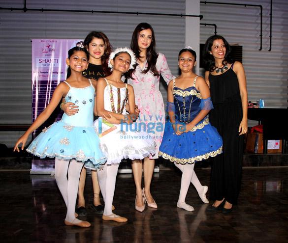 Diya Mirza at Smiley Suri's dance class