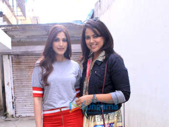 Sameera Reddy and Sonali Bendre snapped at a jewellery shop in Bandra