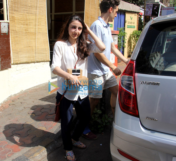 Soha Ali Khan snapped at Farmers' Cafe in Bandra