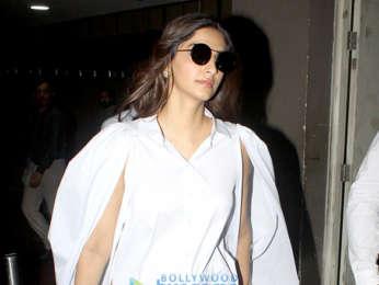 Sonam Kapoor Ahuja, Karisma Kapoor snapped at the airport