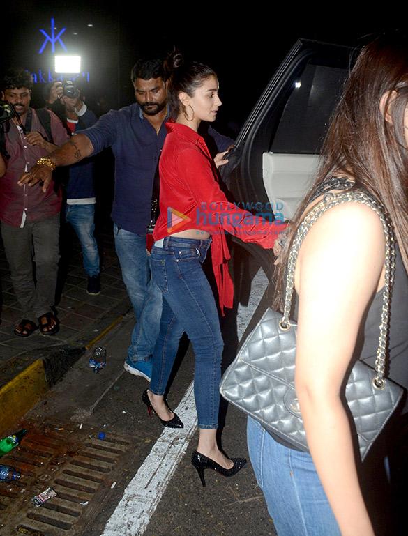 Alia Bhatt spotted at Hakkasan in Bandra (6)