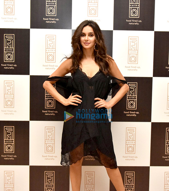 Disha Patani, Urvashi Rautela and others grace the launch of 'Arth' restaurant (17)